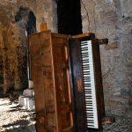Mare verticale - installazione a Bussana Vecchia IM - foto Maurizio Falcone